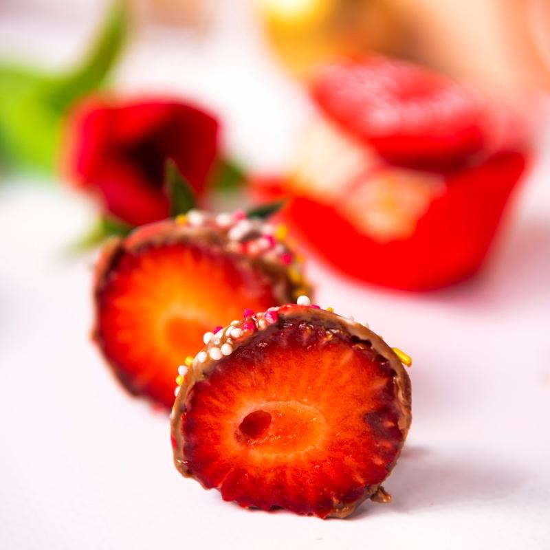 Cutie Căpșuni în Ciocolată Paște Tradițional